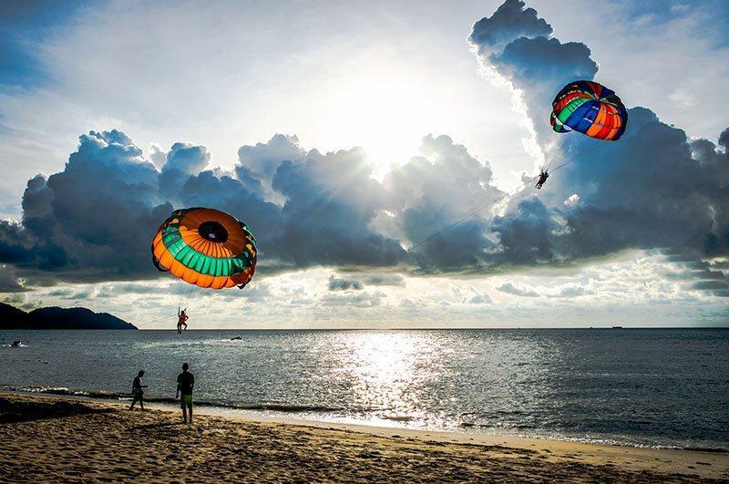 آشنایی با ساحل باتو فرینگی (Batu Ferringhi Beach) پنانگ در تور مالزی