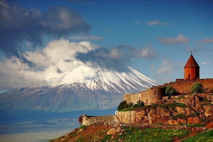 یک صومعه تاریخی در دشت آرارات، ارمنستان