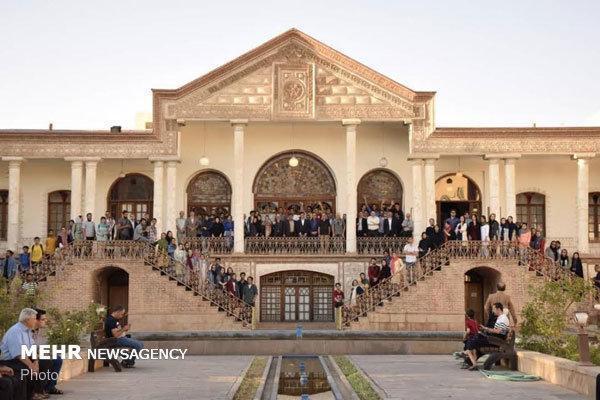 جشنواره تجسمی جوانان در مقبرة الشعرای تبریز شروع شد