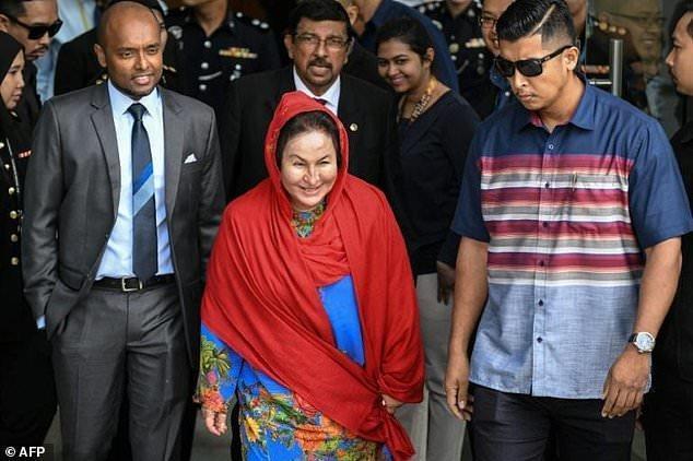کمیسیون ضد فساد مالزی از همسر نجیب رزاق بازجویی می نماید