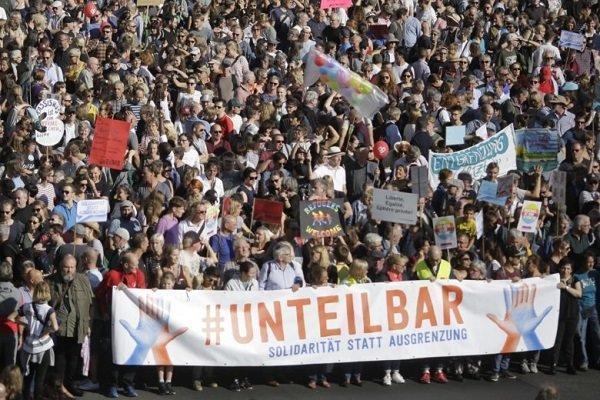 آلمانی ها در اعتراض به نژادپرستی در این کشور دست به تظاهرات زدند