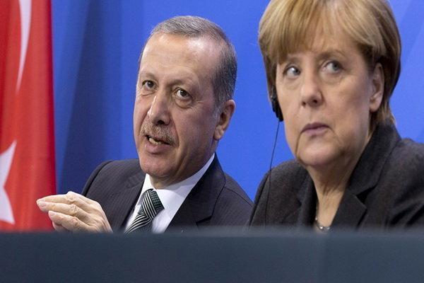 مرکل خواهان توقف عملیات نظامی ترکیه در سوریه شد