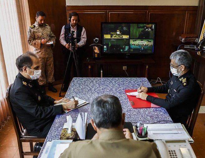 عکس ، ارتشی ها با ماسک ، جلسه اضطراری فرمانده کل ارتش با فرماندهان نیروهای چهارگانه