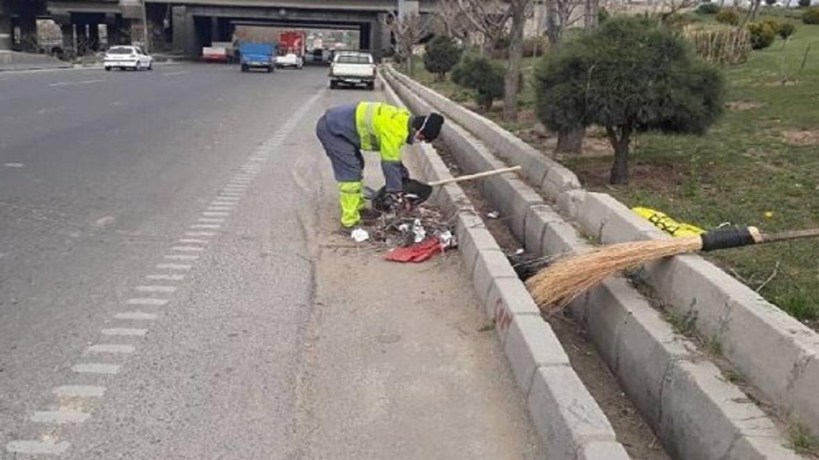 اهدای 500 بسته بهداشتی به پاکبانان شهرکرد