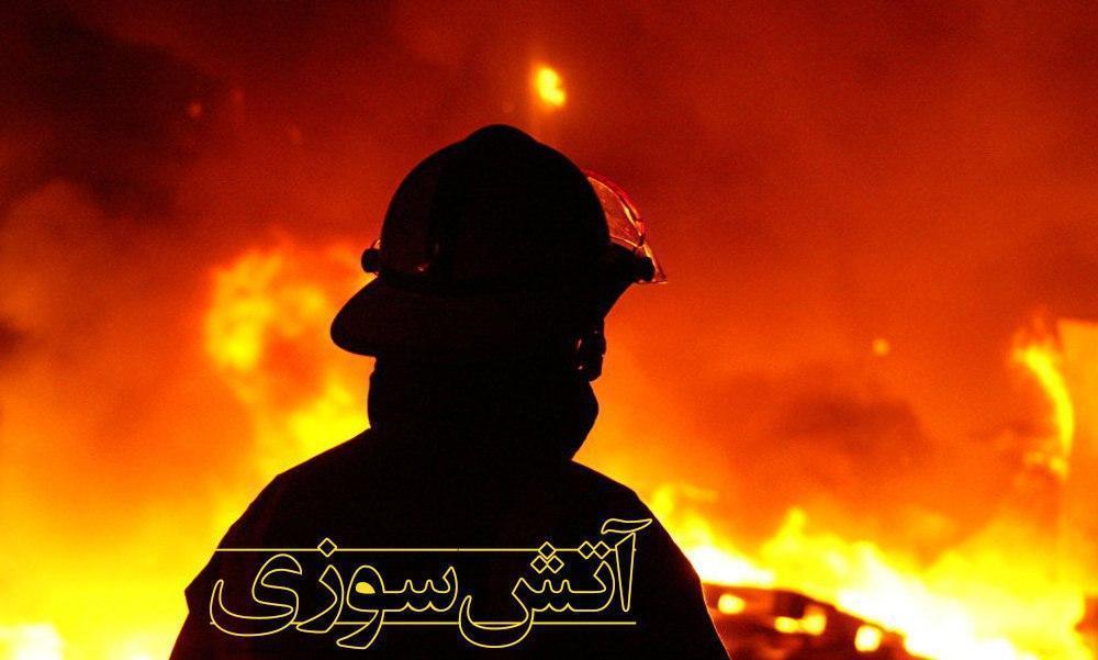 خودروی 207 در آتش تعمیرگاه سوخت