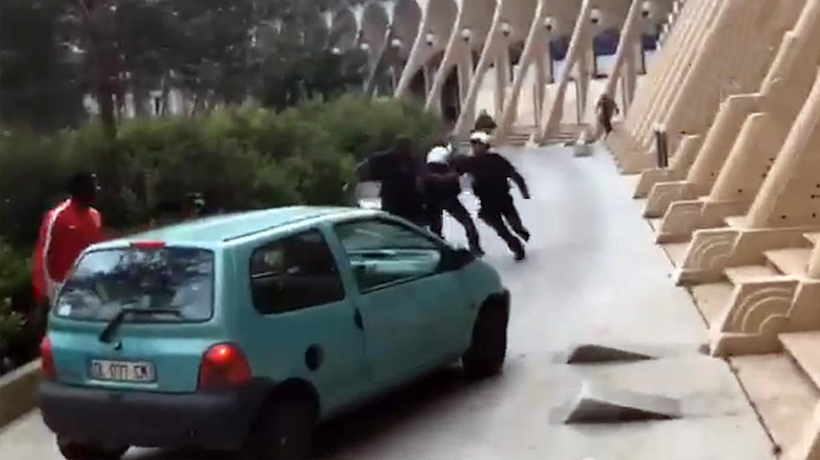 درگیری شهروندان و پلیس فرانسه با وسایل آتش بازی