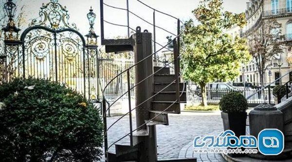 بخشی از پلکان برج ایفل به حراج گذاشته شد