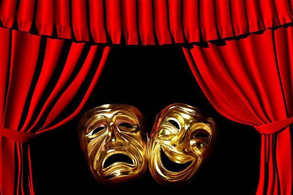 کرونا فیلم تئاتر را از مهجوریت درآورد، کارگردانی یک فوتبال زنده