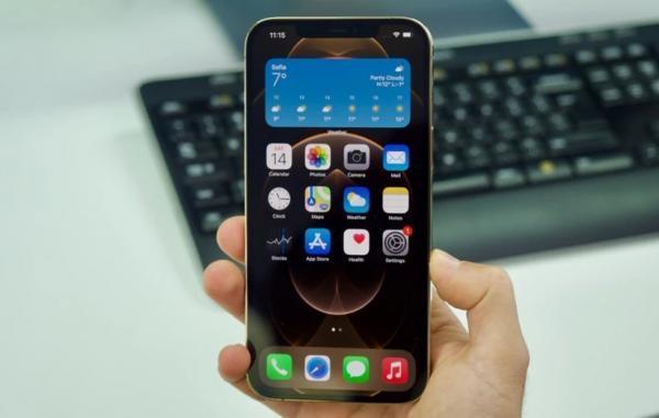 آیا اپل باید اجازه دانلود اپلیکیشن خارج از اپ استور را به کاربران آیفون بدهد؟